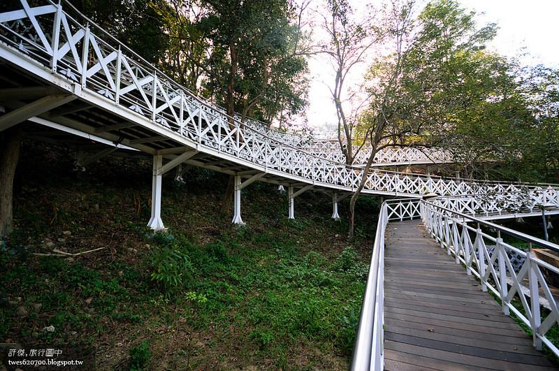 嘉义,竹崎|竹崎天空走廊.蜿蜒森林的白色丝路