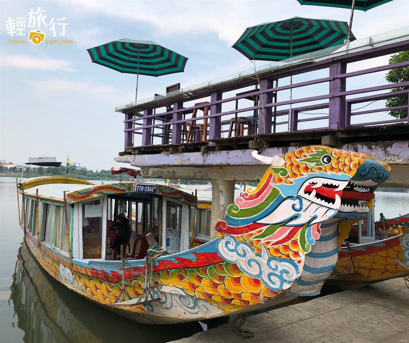 仿古龍船遊香江