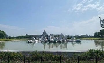 台南|漫遊「奇美博物館」,欣賞藝術雕塑與歐風建築,在草地上放鬆野餐
